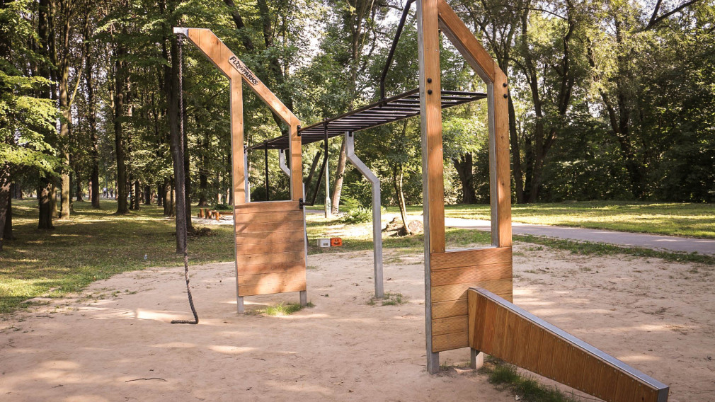 Obiekt sportowy w Krakowie nad Zalewem Nowohuckim