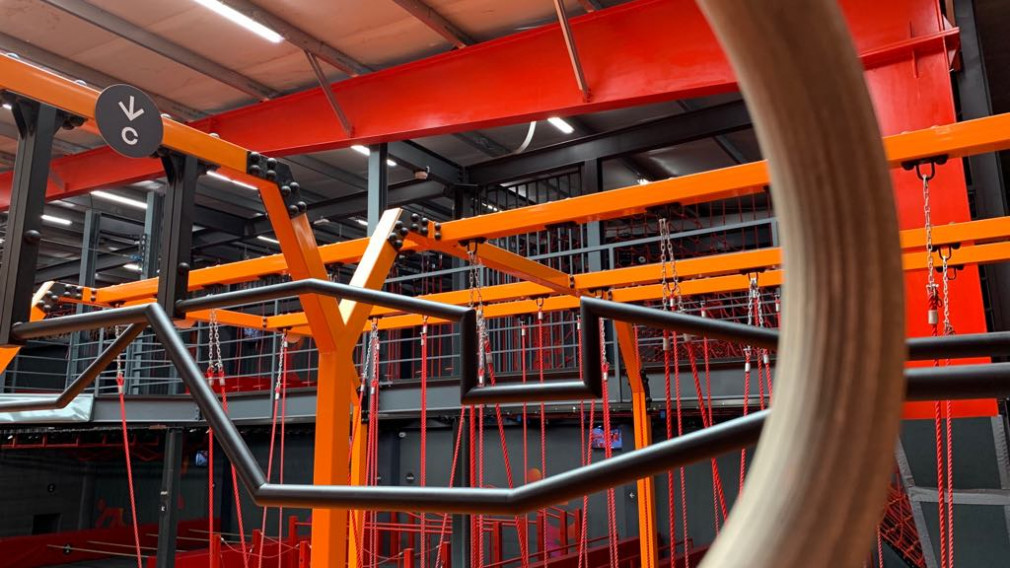 Konstrukcja z przeszkodami - Hangar 646 Warszawa Targówek